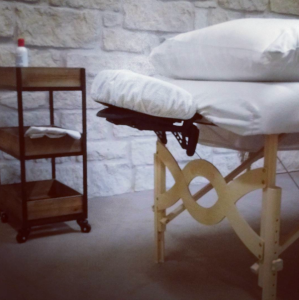 Massaage_table