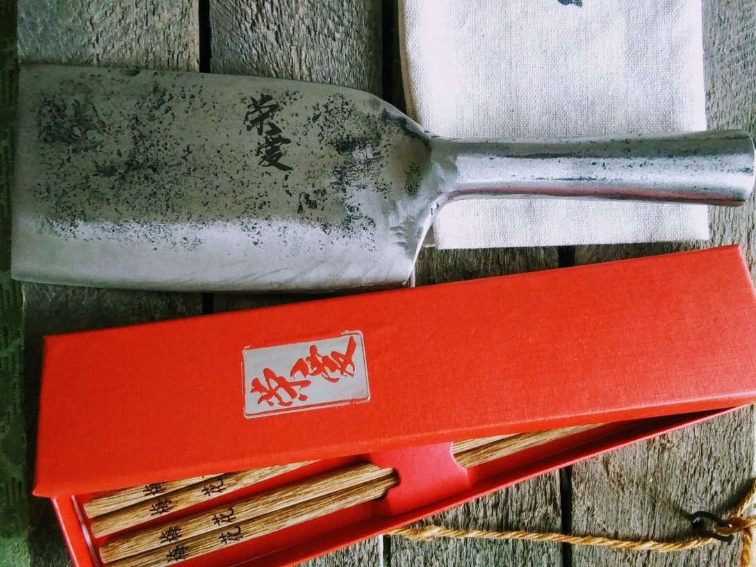 Rong Ai knife and chopsticks